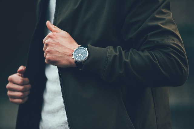 How to Choose the Right Wrist Watch to Gift Someone